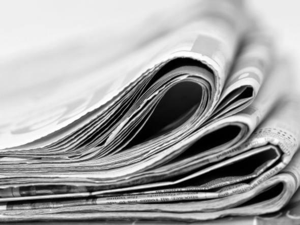 jornais empilhados